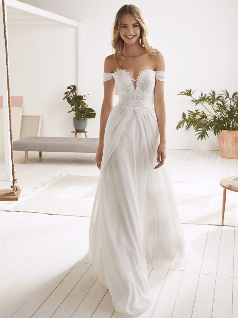 White One Pronovias Modello Impero ONICE